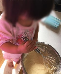 混ぜ混ぜしてくれる3歳児